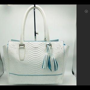🆕LISTING RARE 💥COACH White Python Bag